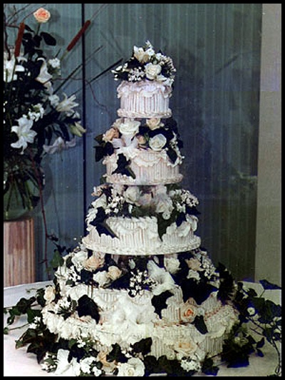 Gothic Wedding Cake With Bats Goldmine Trash